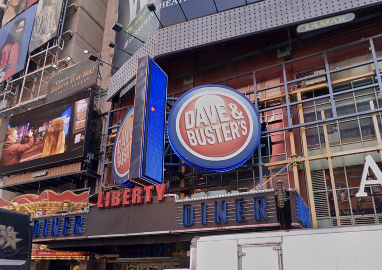 Attacker repeatedly punches, robs man, 27, inside Times Square Dave & Buster's