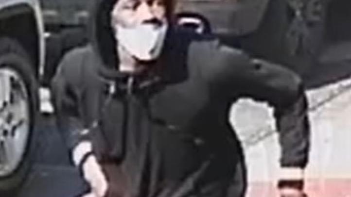 VIDEO: Gunman opens fire on 2 men in broad daylight shooting near Bronx car wash