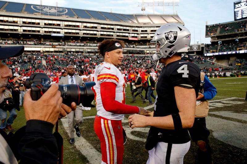 Patrick Mahomes (left) and Derek Carr (right) will meet in Oakland this Sunday.