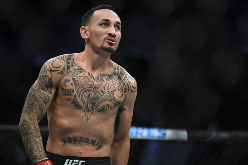 Max Holloway prepares for a bout against Alexander Volkanovski