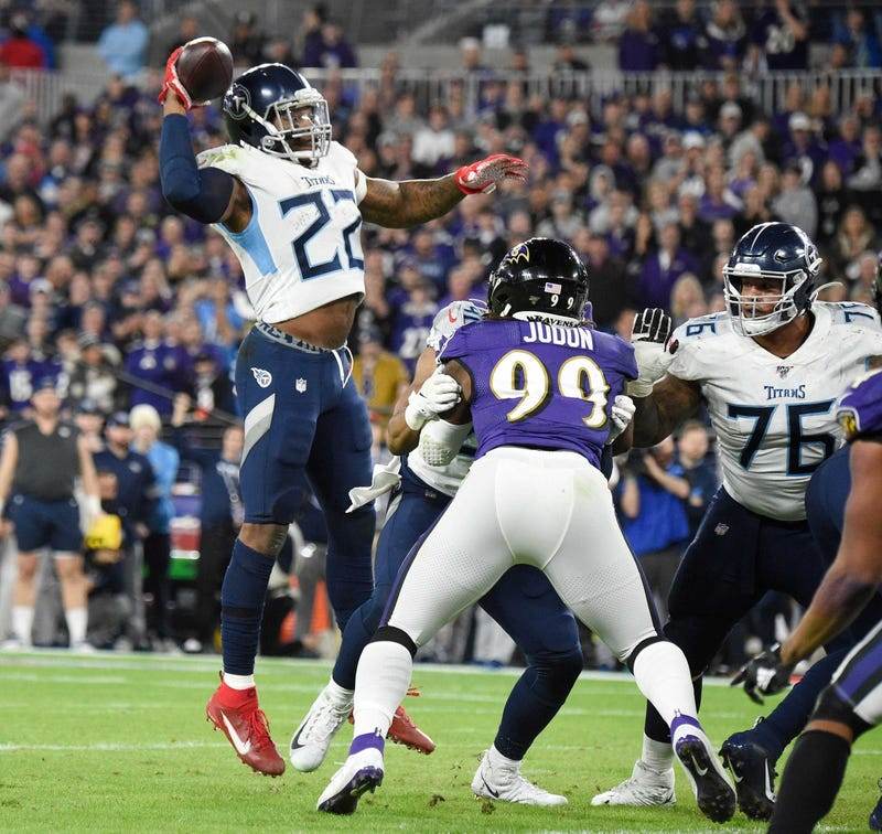 Titans RB Derrick Henry throws a TD pass against the Ravens in the AFC Divisional Playoffs