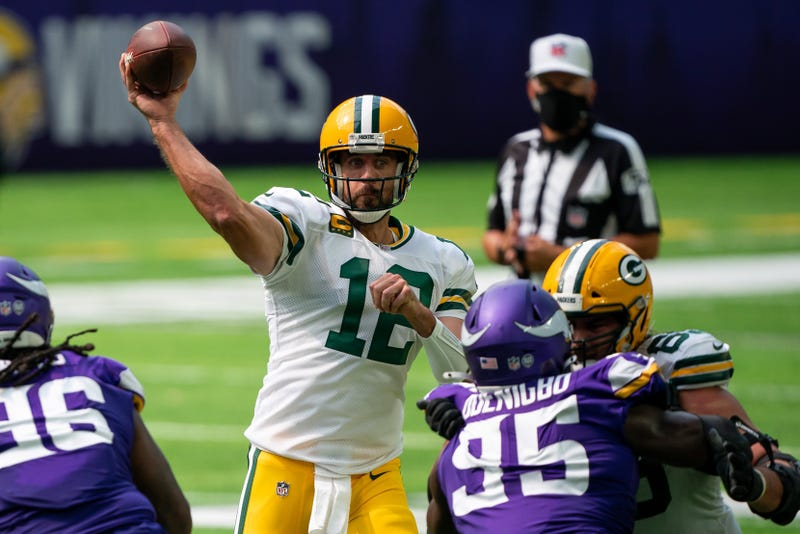 Rodgers throws one of many strikes against the Vikings defense