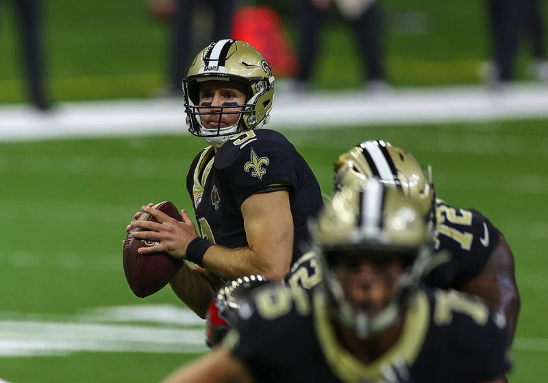 New Orleans Saints quarterback Drew Brees (9) looks to throw against the Tampa Bay Buccaneers during the first quarter at the Mercedes-Benz Superdome.