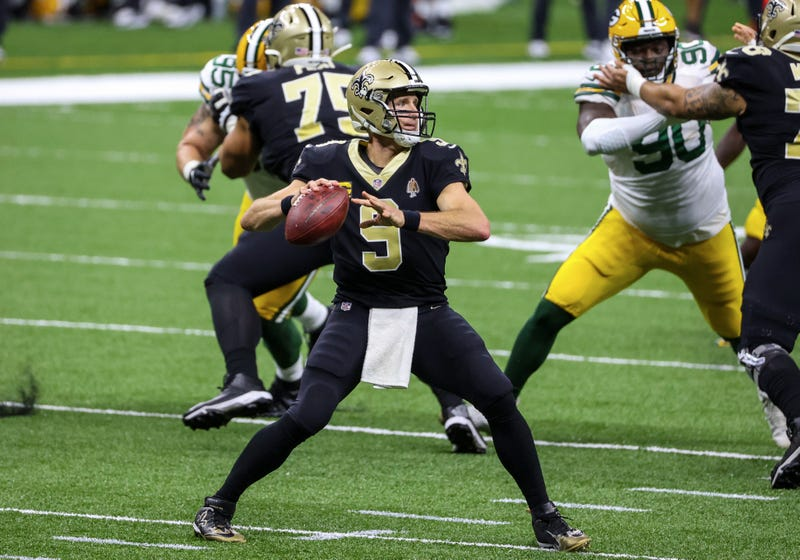 Saints QB Drew Brees going to throw against the Packers
