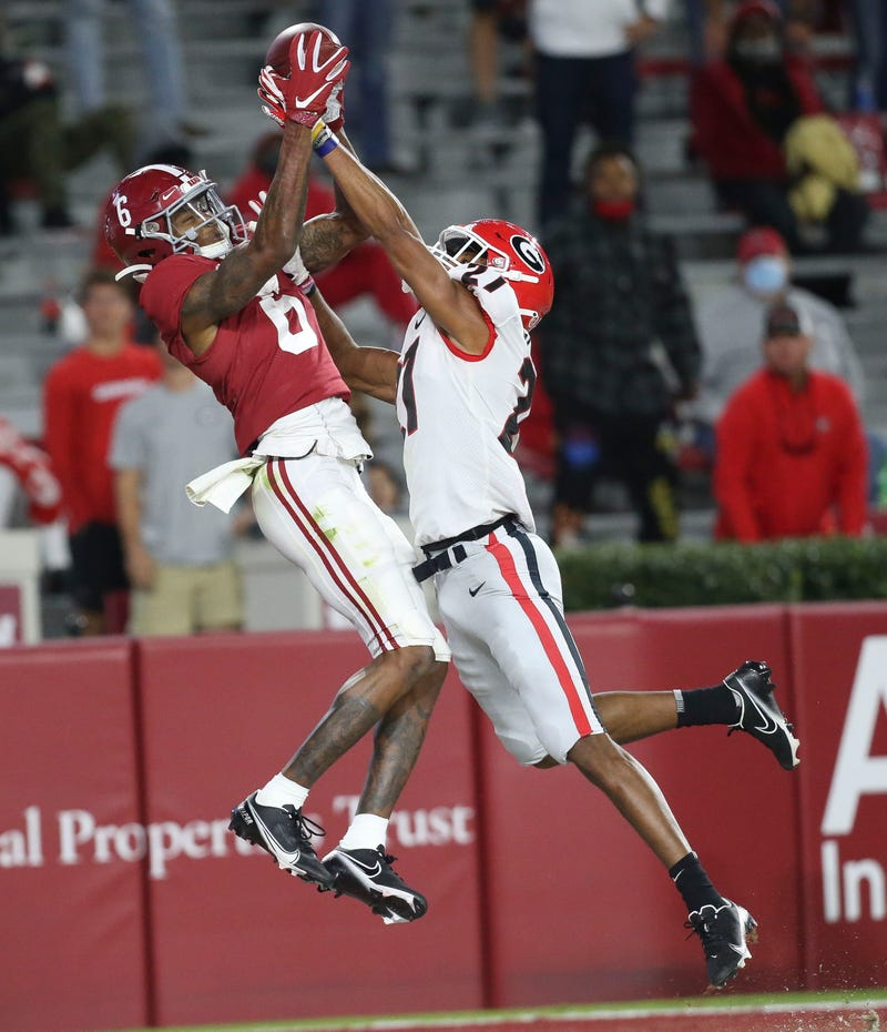 DeVonta Smith of Alabama scores a touchdown against Georgia