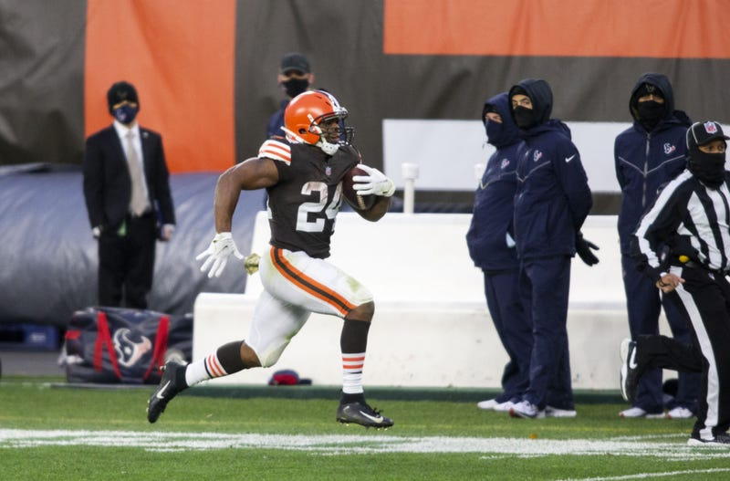 Cleveland Browns running back Nick Chubb (24) runs the ball downfield against the Houston Texans during the fourth quarter at FirstEnergy Stadium.