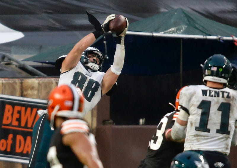 Dallas Goedert catches a touchdown against the Browns.