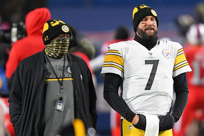 Pittsburgh Steelers head coach Mike Tomlin and quarterback Ben Roethlisberger on the sideline.