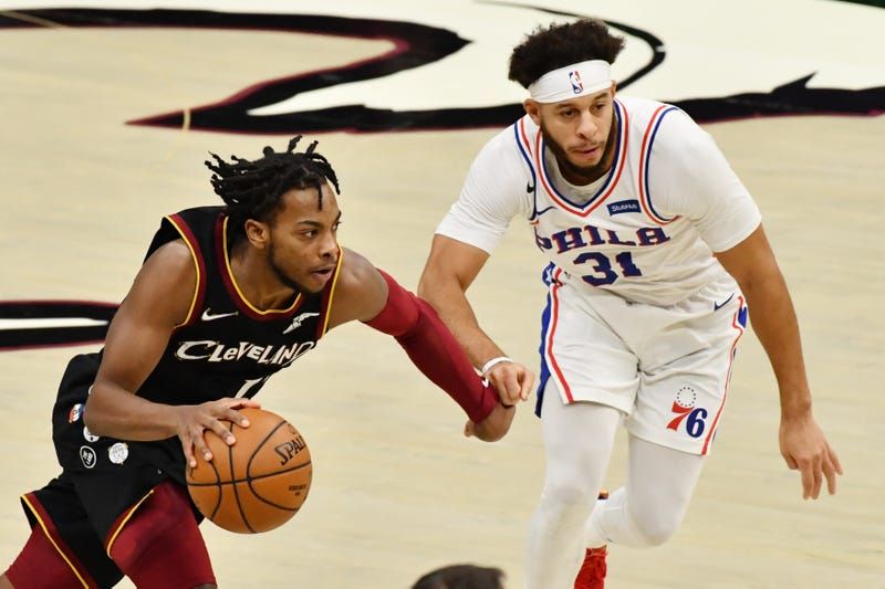 Dec 27, 2020; Cleveland, Ohio, USA; Cleveland Cavaliers guard Darius Garland (10) drives to the basket against Philadelphia 76ers guard Seth Curry (31)