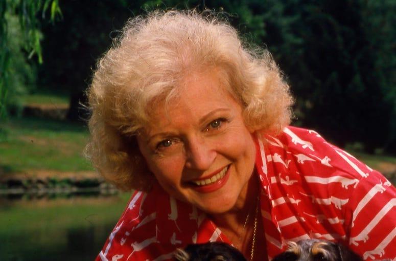 Betty White, Posing, Field, 1986