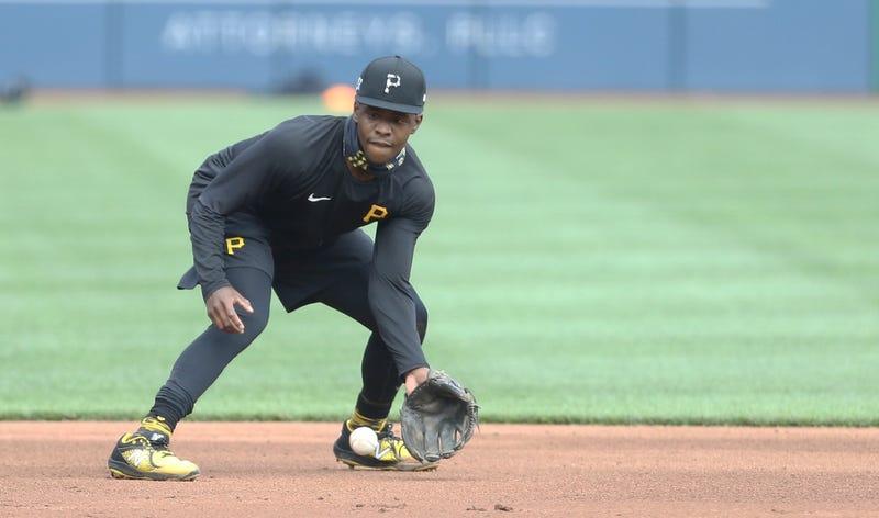 Ke'Bryan Hayes fielding in practice