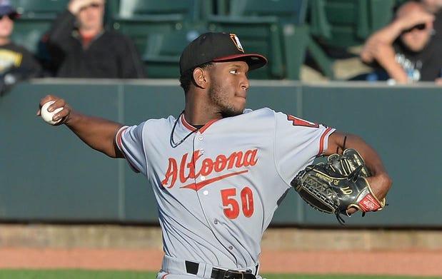 Roansy Contreras pitching for Altoona