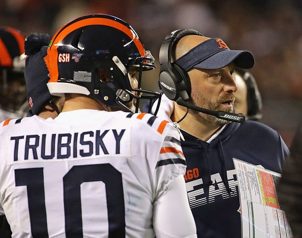 Matt Nagy talks with Mitchell Trubisky on the Bears sideline.