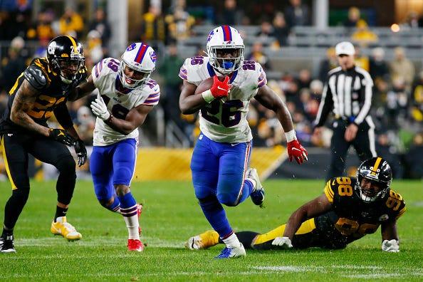 Bills RB Devin Singletary breask free against the Steelers.