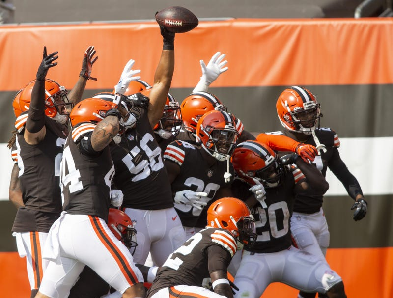 Cleveland Browns outside linebacker Malcolm Smith and teammates celebrate his interception against the Washington Football Team during the second quarter at FirstEnergy Stadium.