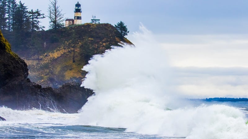 Ocean waves crashing at Cape Disappointment