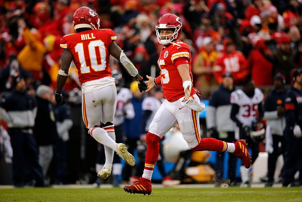 Chiefs QB Patrick Mahomes celebrates a TD pass with Tyreek Hill.