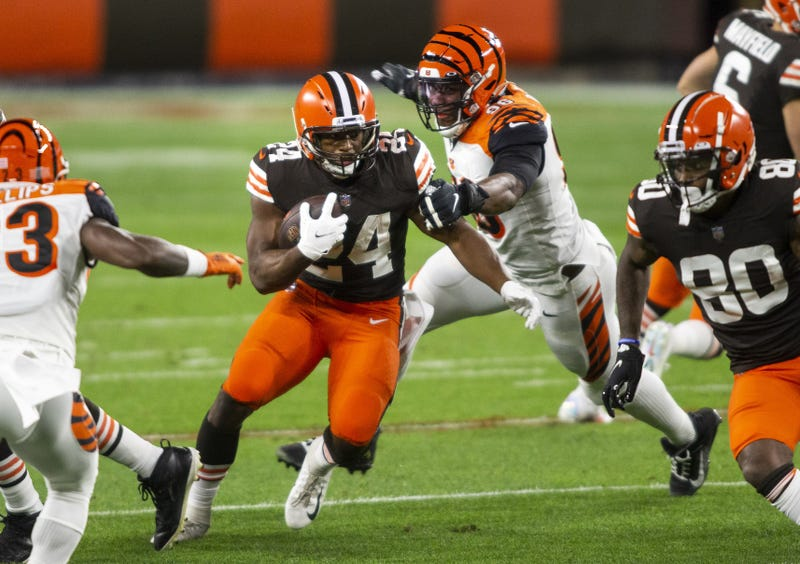 Cleveland Browns running back Nick Chubb runs the ball past Cincinnati Bengals defensive end Carlos Dunlap during the first quarter at FirstEnergy Stadium.