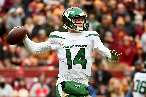 Jets QB Sam Darnold looks for an open receiver.