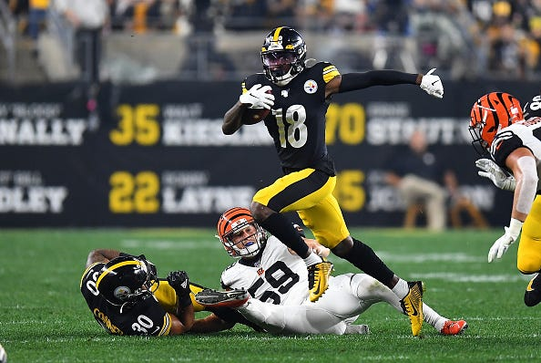 Steelers WR Diontae Johnson flies across the field against the Bengals.