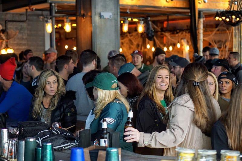 Eagles fans at bar