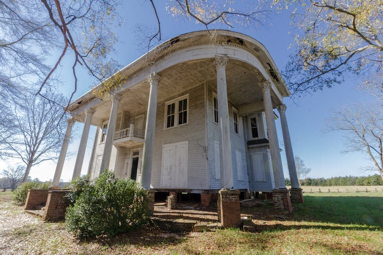 Abandoned Plantation Home, Mansion, Field