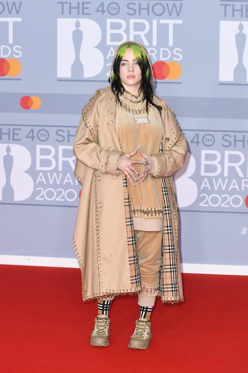 Billie Eilish Strips Off Clothes On Stage