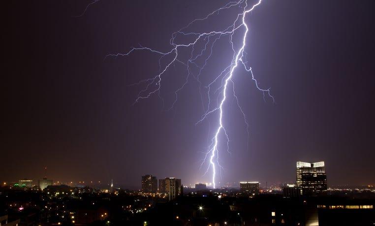 A single lightning bolt in Fort Worth Texas