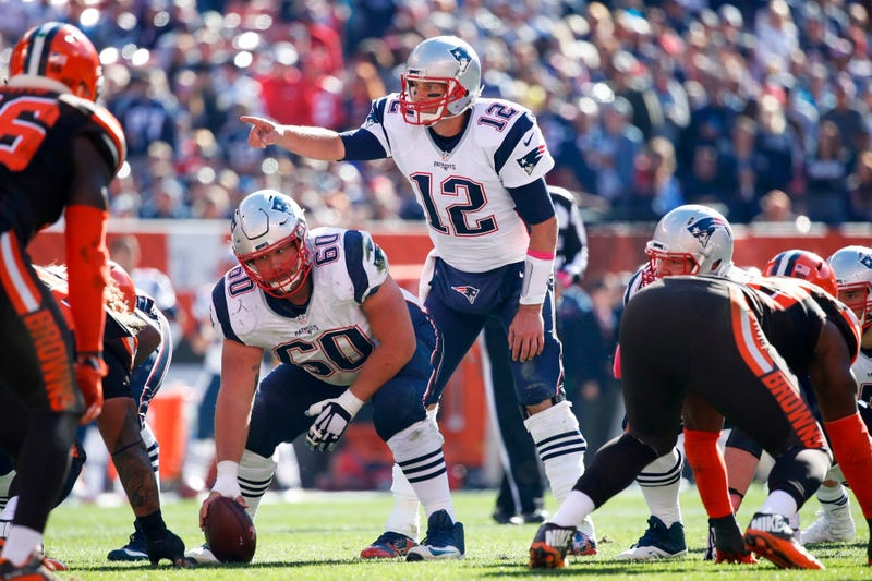 CLEVELAND, OH - OCTOBER 09: Tom Brady #12 of the New England Patriots directs the offense in the fourth quarter of the game against the Cleveland Browns at FirstEnergy Stadium on October 9, 2016 in Cleveland, Ohio. (Photo by Joe Robbins/Getty Images)