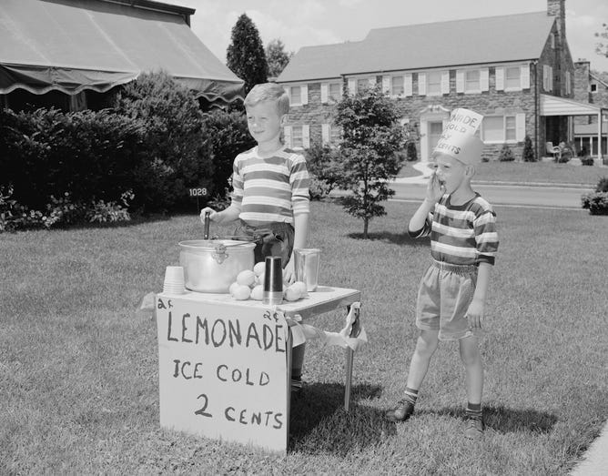 Ice Cold Lemonade Stand
