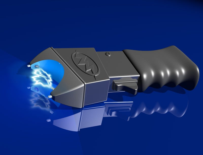 Woman rob store with Taser