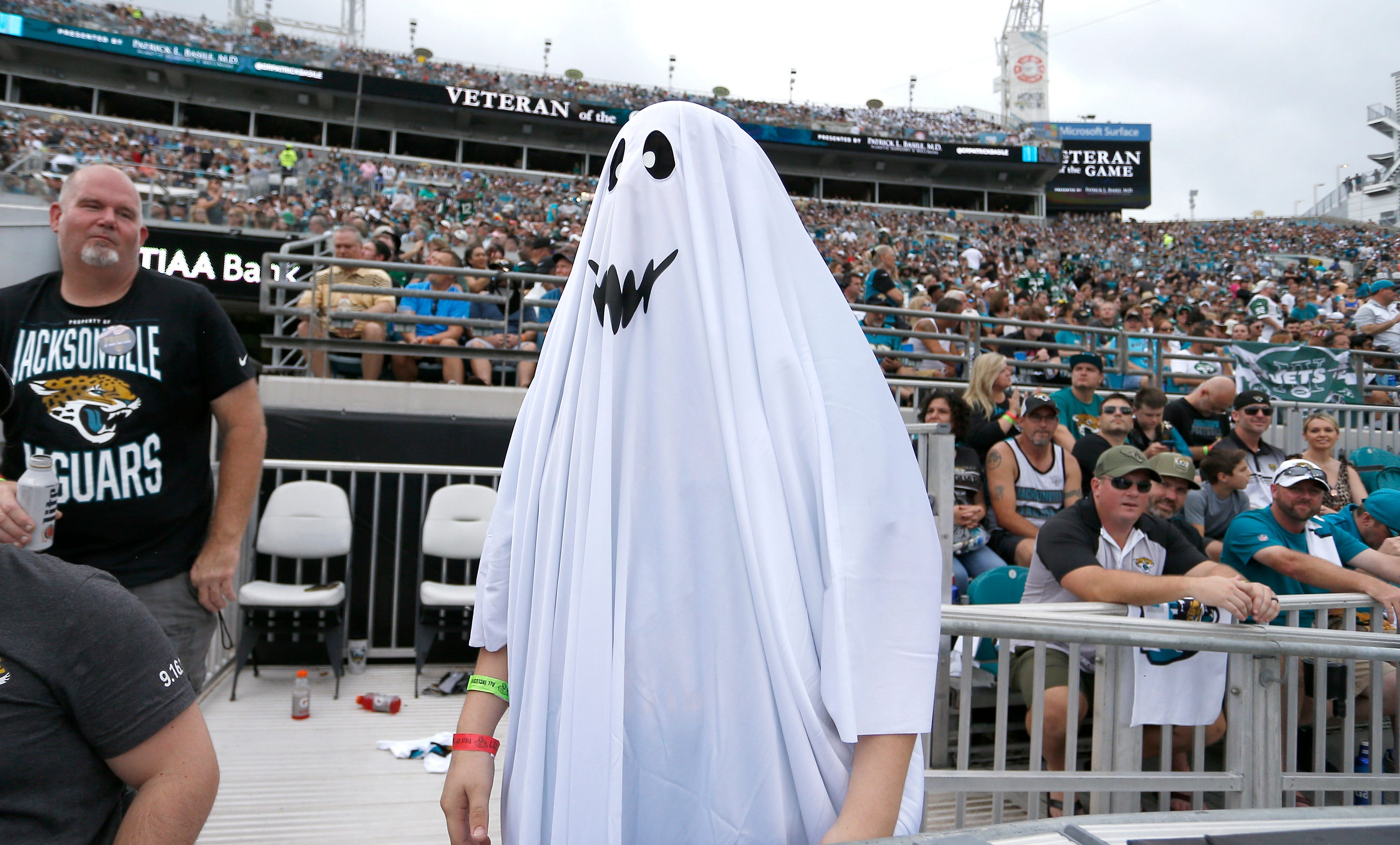 Jaguars Fans Mascot Troll Jets Sam Darnold With Ghosts