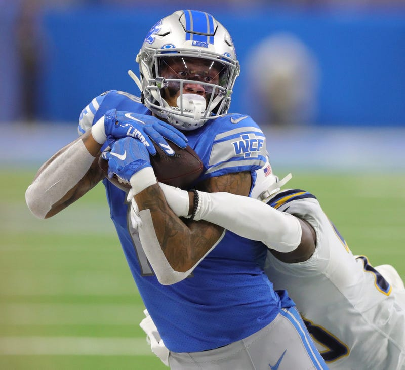 Lions WR Kenny Golladay hauls in a pass
