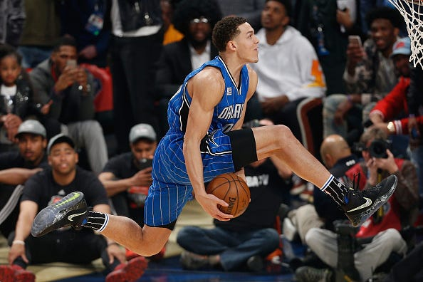 Aaron Gordon goes through the legs in the 2016 NBA Slam Dunk Contest.