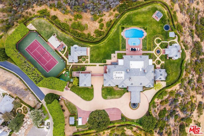 Aerial shot of the property owned by Wayne Gretzky in Thousand Oaks, CA