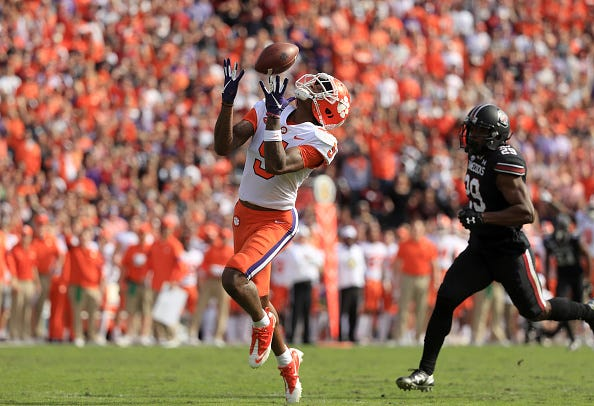 Tee Higgins hauls in a deep ball for Clemson.