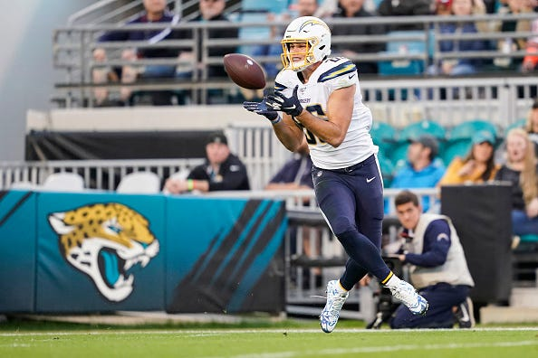 Hunter Henry hauls in a completion for the Chargers