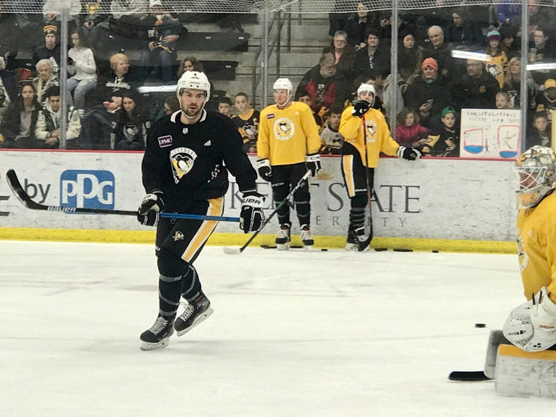 Penguins defenseman Justin Schultz at practice in January 2020