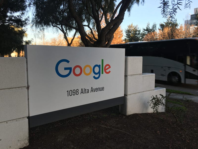 Google has its headquarters in Mountain View.