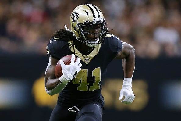 Alvin Kamara rushes for a gain against the Bucs.