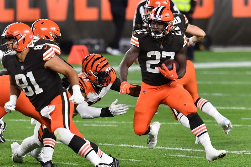 Cleveland Browns running back Kareem Hunt runs with the ball during the second half against the Cincinnati Bengals at FirstEnergy Stadium
