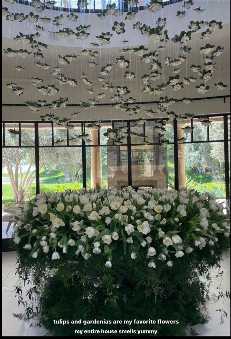 Kourtney Kardashian birthday flowers from Travis Barker
