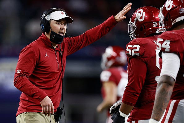Lincoln Riley addresses Oklahoma players during a game.