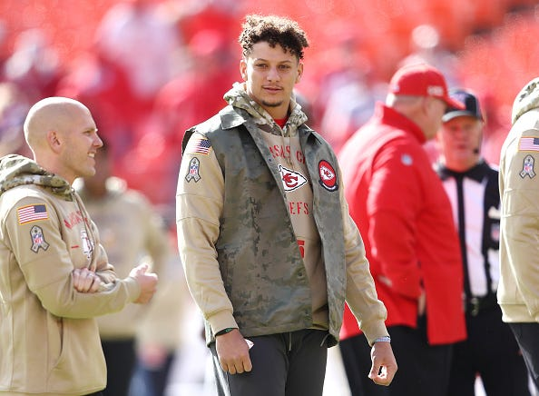 Patrick Mahomes watches Week 9 from the Chiefs sideline.