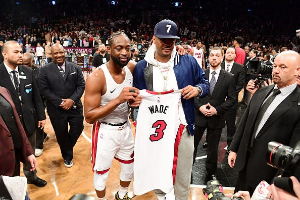 Dwyane Wade gifts Carmelo Anthony his Heat jersey.