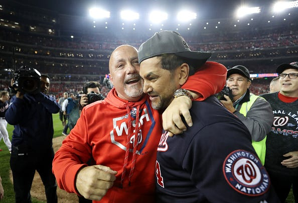 Nationals GM Mike Rizzo (l.) celebrates with manager Dave Martinez