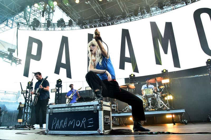 Hayley from Paramore sings on stage