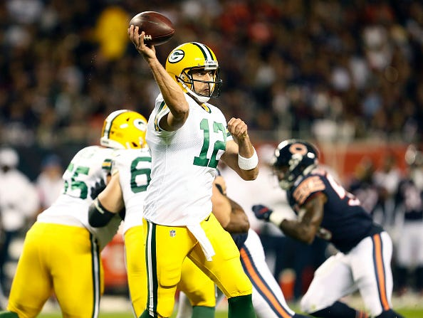 Aaron Rodgers throws a pass during a Packers game.