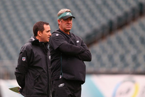 Howie Roseman chats with Eagles head coach Doug Pederson.