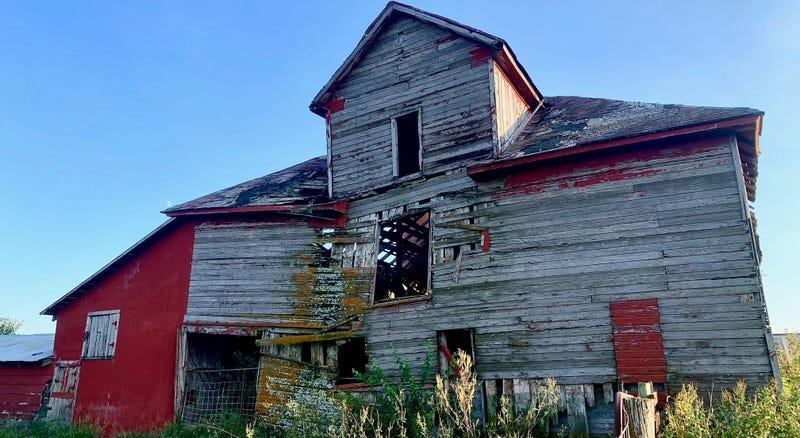 Exterior of the Ryan barn in Lansing KS, before demolition